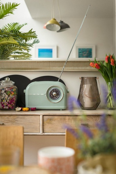 rye bay house retro radio