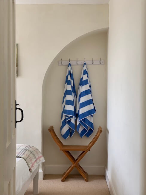 Lantern bedroom towels copy