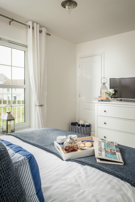 Seasalt camber master bed tv