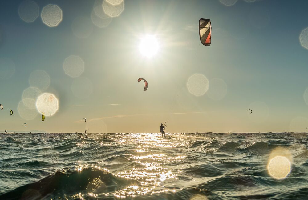 Kitesurfing in camber sands