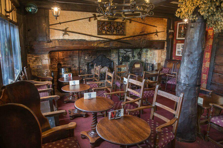 Wintry pub in Rye